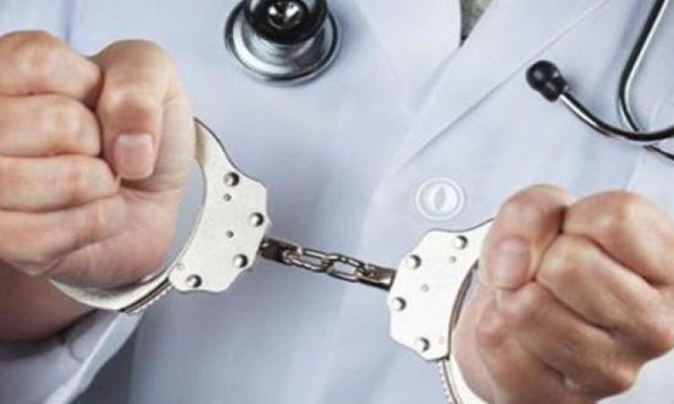 ايقاف طبيب تسبب في وفاة فتاه في مادبا