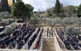 30 ألف مقدسي يُصلون  الجمعه في الأقصى